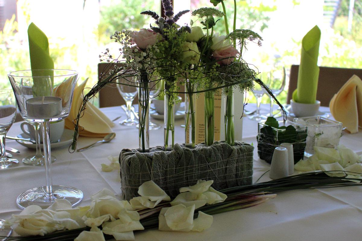 Die tischdekoration hochzeitsfloristik floristik for Floristik tischdeko